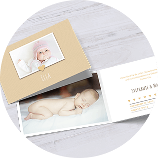 Mittlere Geburtskarten geklappt im Querformat